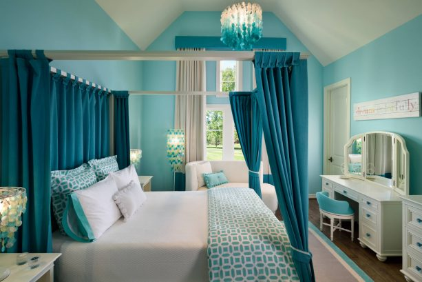 transitional teen's bedroom with Sherwin-Williams Raindrop SW6485 blue wall paint color