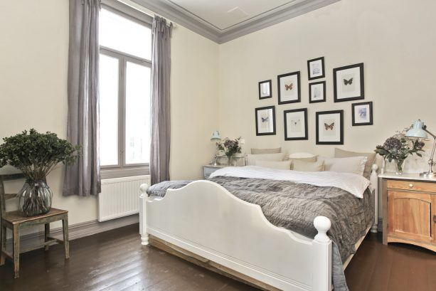 shabby chic bedroom with ivory white wall and gray interior trim color combinations