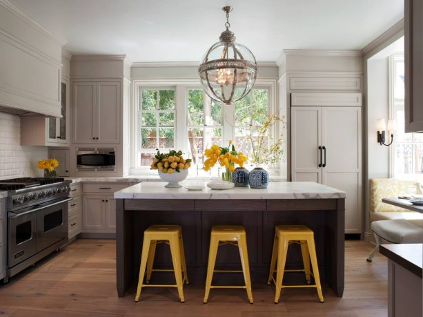 traditional kitchen with Benjamin Moore Hazy Skies OC-48 wall and trim paint color