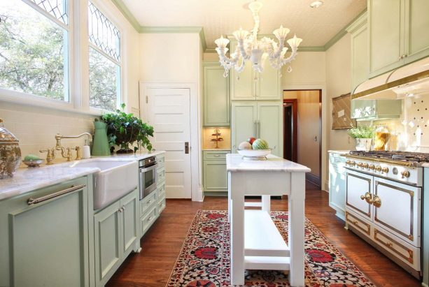 victorian kitchen with Benjamin Moore Acadia White OC-38 wall paint and pastel green crown trim color combinations