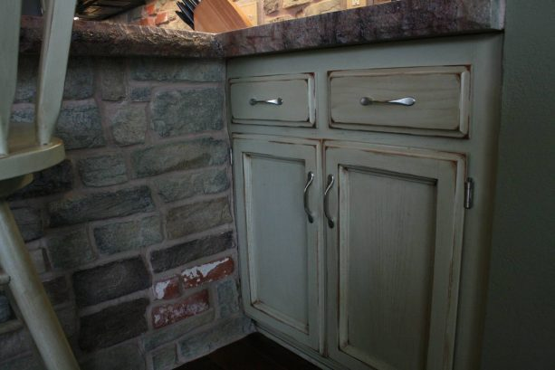a closer look to the weather look of the newly-painted oak cabinets