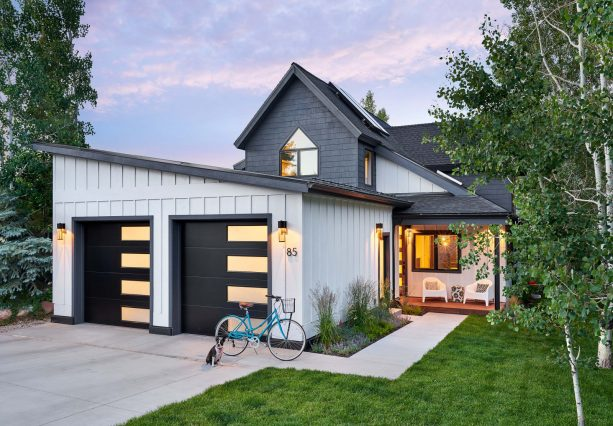 10 Attractive Garage In Front Of House Designs For Both Functions And Appearance Jimenezphoto