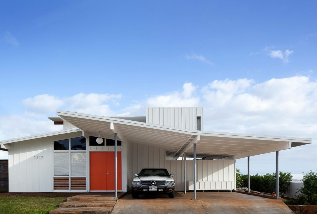 a coordinating look between a minimalist carport and a MIdcentury home exterior design